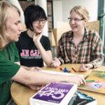 Tre studenter samtalar